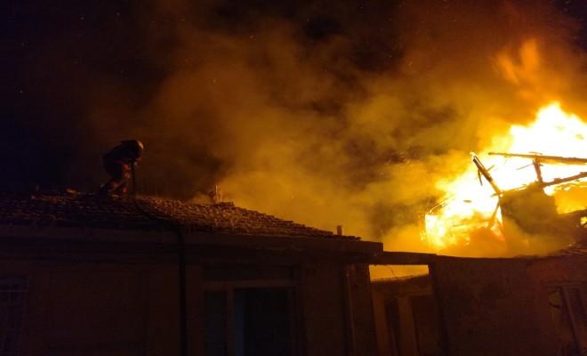 İstanbulda Gecekondu Alev Alev Yandı