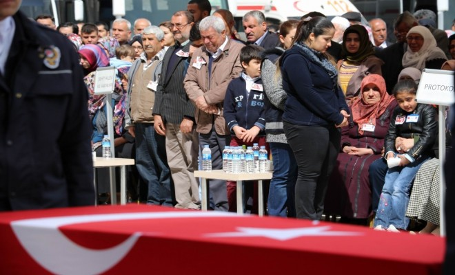 Diyarbakırdaki Saldırıda Şehit Olanlar İçin Tören Düzenlendi