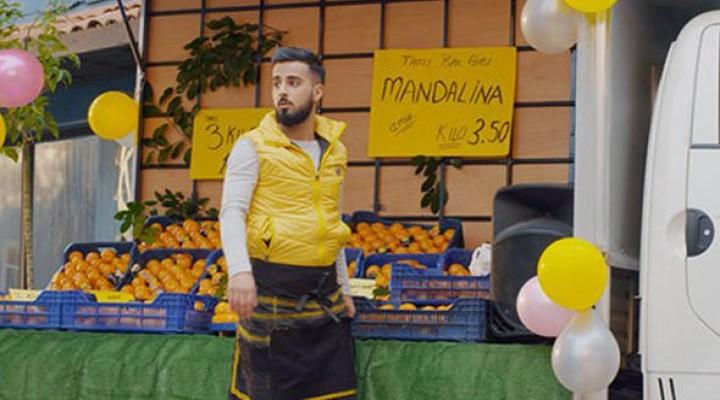 Mandalinacı 'Vay Delikanlı Gönlüm' Şarkısına Klip Çekti! YouTube Yıkıldı
