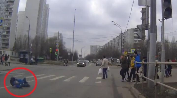 Kırmızıda Geçen Araç Küçük Çocuğa Çarptı