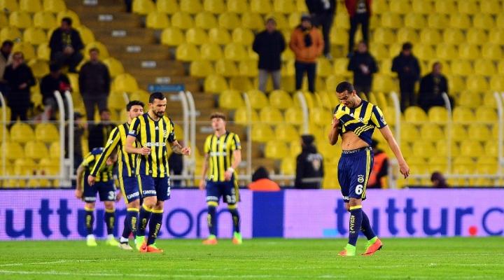 Fenerbahçe 4 Sezon Sonra Evinde 3 Gollü Yenilgi Aldı