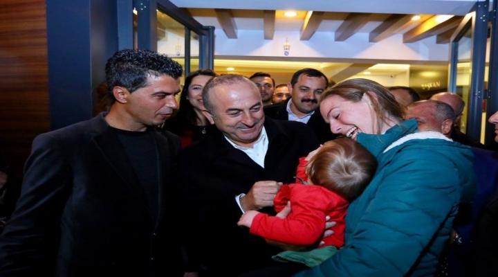 Çavuşoğlundan Hollandalı Kadına: Türkiye Sizlerin Evi