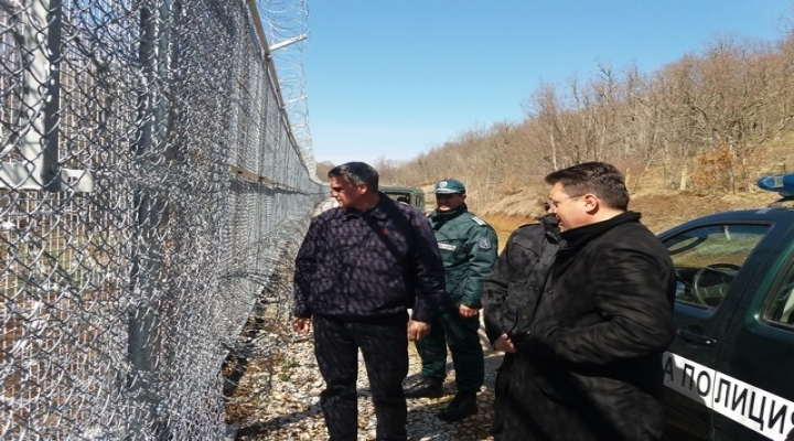 Türkiye Sınırına 270 Kilometrelik Tel Örgü