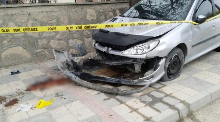 Otomobil Anne Ve Kızına Çarptı: 1 Ölü