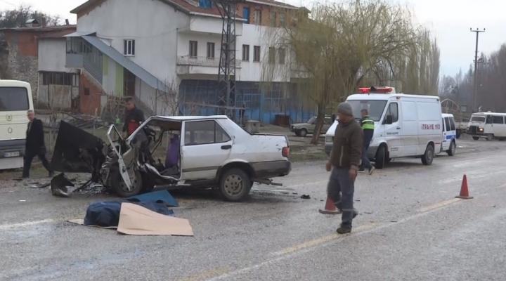 Otomobil İle İşçi Servisi Çarpıştı: 1 Ölü, 13 Yaralı