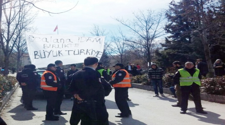 Öcalana İdam Pankartı Açan Öğrencilere Saldırı: 3 Yaralı