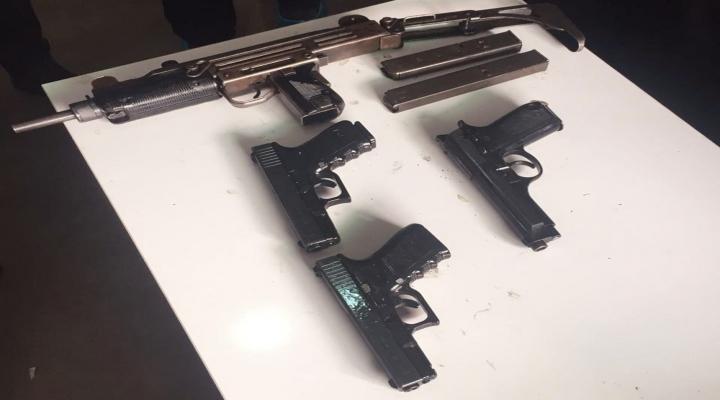 İzmirde 3 Terörist Suikast Silahıyla Yakalandı