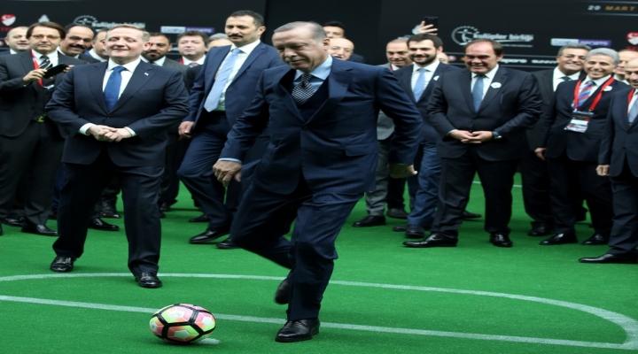 Cumhurbaşkanı Desaillye Penaltı Attı