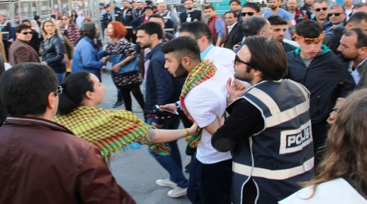 Terör Örgütü Lehine Slogan Atan 30 Kişiye Gözaltı