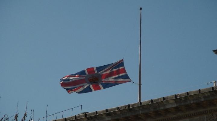 İngiltere Başkonsolosluğunda Bayrak Yarıya İndirildi