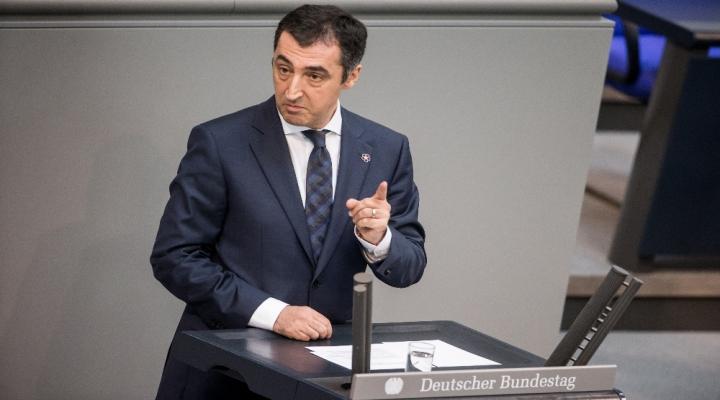 Alman Vekiller Hayır İçin İmza Attı