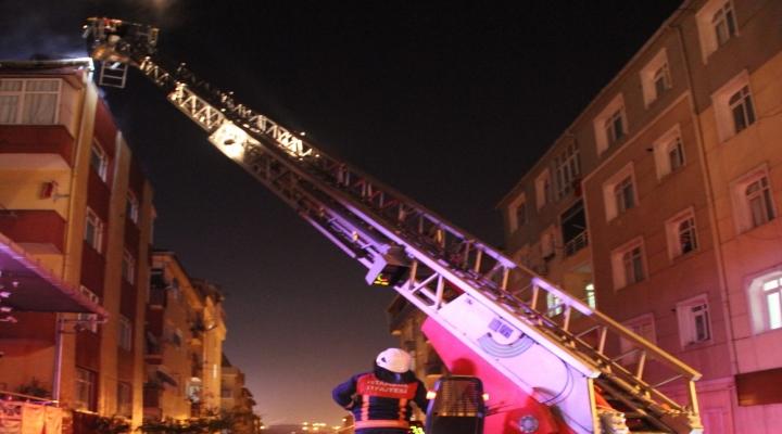 İstanbulda Çatı Yangını Korkuttu