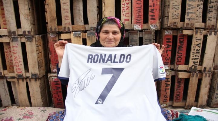 Ümmiye Teyze Ronaldoyu Mersine Çağrdı