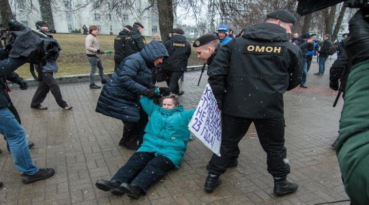 Beyaz Rusyada Vergi Protestosuna Yüzlerce Tutuklama