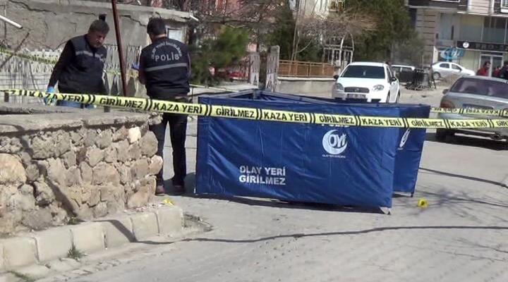 Eşini Sokak Ortasında Öldürdü !