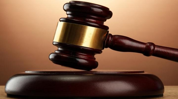 Fuat Avni Hakim Karşısında