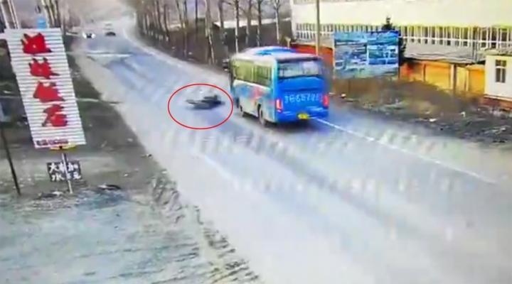 Motosiklet Otobüsün Altında Kaldı: 2 Ölü