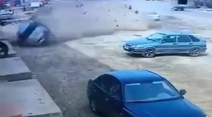 Otomobil Taklalar Attı: Sürücü Camdan Fırladı !