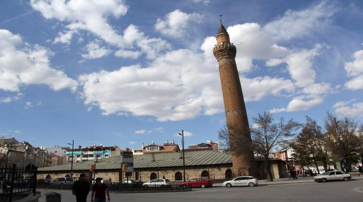 Bu Minare Asırlardır Hareket Ediyor