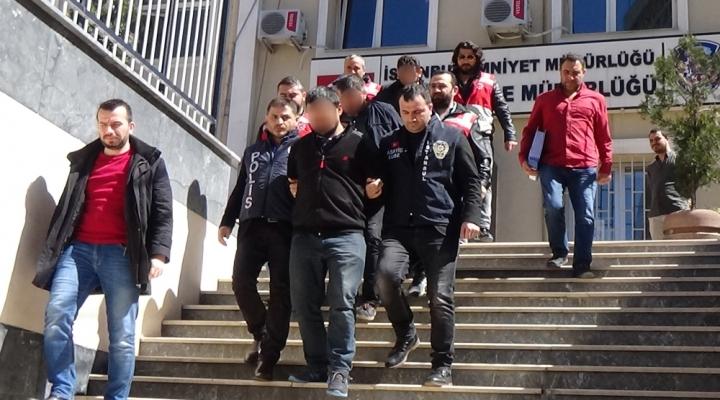 Sahte Kimlikle Lüks Oto Alıp Satmışlar: 5 Gözaltı