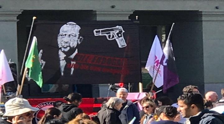 Skandal Pankarta İsviçre Halk Partisinden Tepki