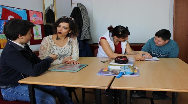 Bu Okulda Dersler İşaret Diliyle İşleniyor