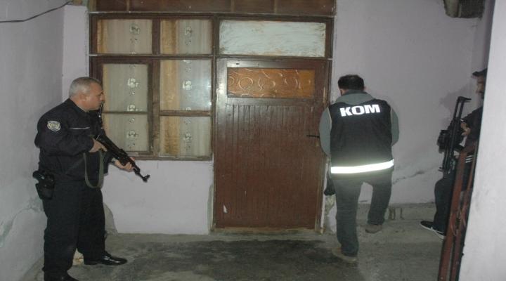 Adanada Uyuşturucu Operasyonu: 25 Gözaltı