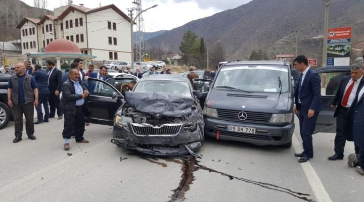 Bakan Işıkın Konvoyunda Trafik Kazası: 5 Yaralı