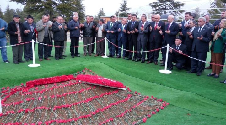 Kılıçdaroğlu Demirelin Mezarını Ziyaret Etti