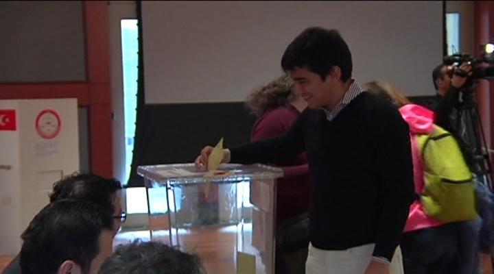 Abdde Türk Seçmenler Oy Kullanmaya Başladı