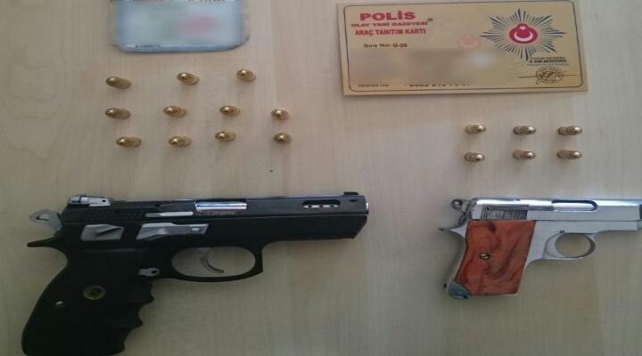 İstanbulda 3 Şüpheli Sahte Polis Kimliğiyle Yakalandı