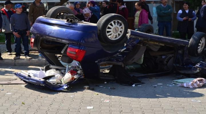 İzmirde Kaza: 2Si Ağır 7 Yaralı