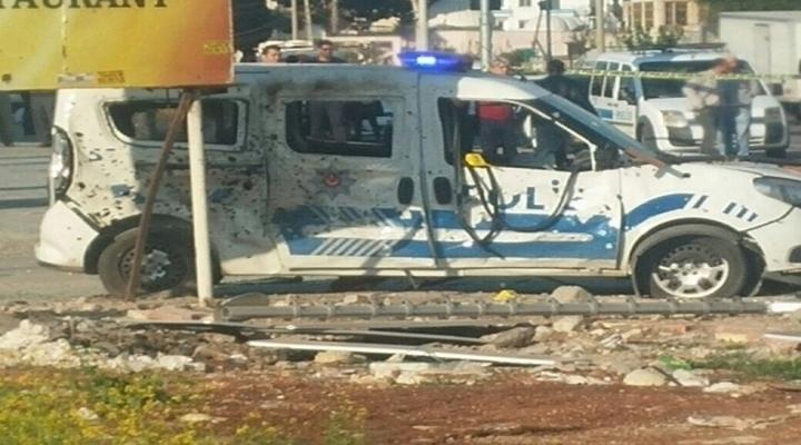 Mersinde Polis Aracına Eypli Saldırı