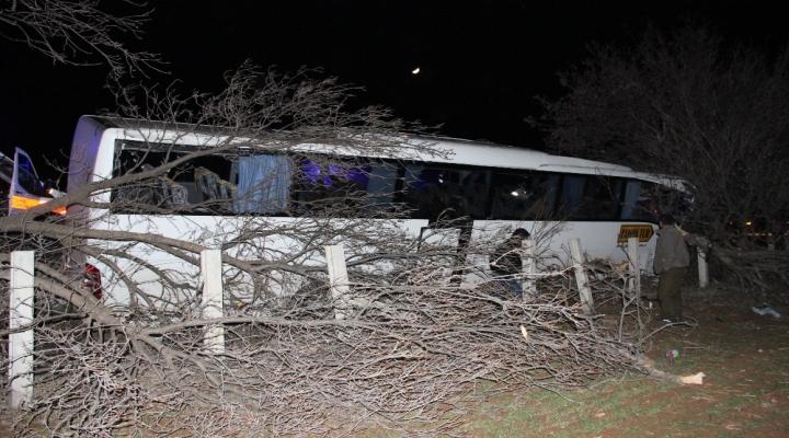 Tur Otobüsü Kaza Yaptı: 15 Yaralı