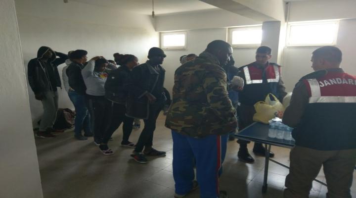 İzmirde 58 Göçmen Yakalandı