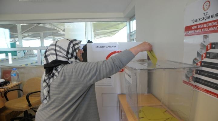 Gurbetçilerin Oy Verme İşlemi Sürüyor