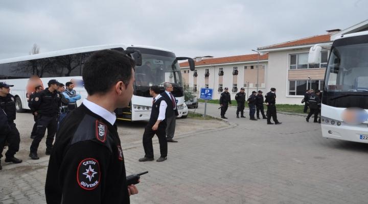 Göçmenlerin Arasında Yurt Dışına Kaçarken Yakalandılar