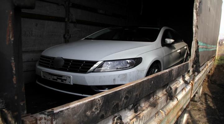 Yanan Tır Dorsesinden Sıfır Otomobil Çıktı