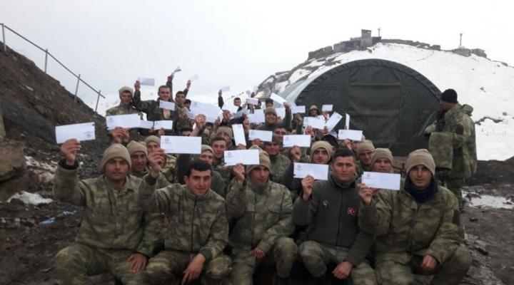 Öğrencilerden Askerlere Duygulandıran Mektuplar