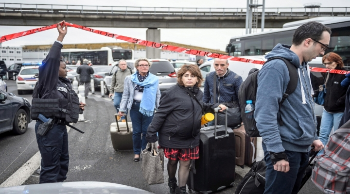 Pariste Sebep Göstermeksizin Bagaj Araması Yapılabilecek