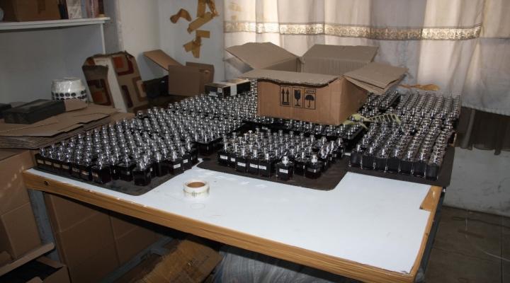 İstanbulda Sahte Parfüm Operasyonu: 4 Gözaltı