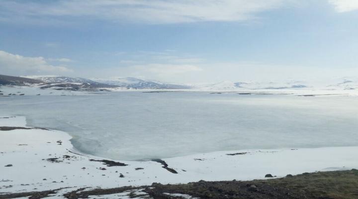 Baraj Göleti Nisan Ayında Buz Tuttu