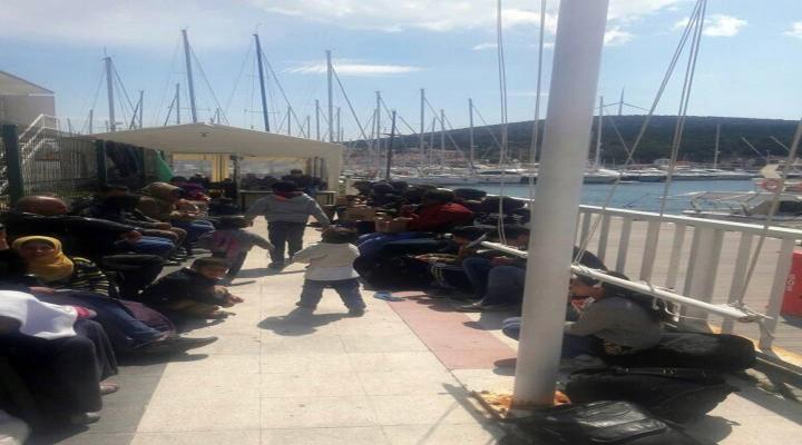 Çeşmede 60 Kaçak Göçmen Yakalandı
