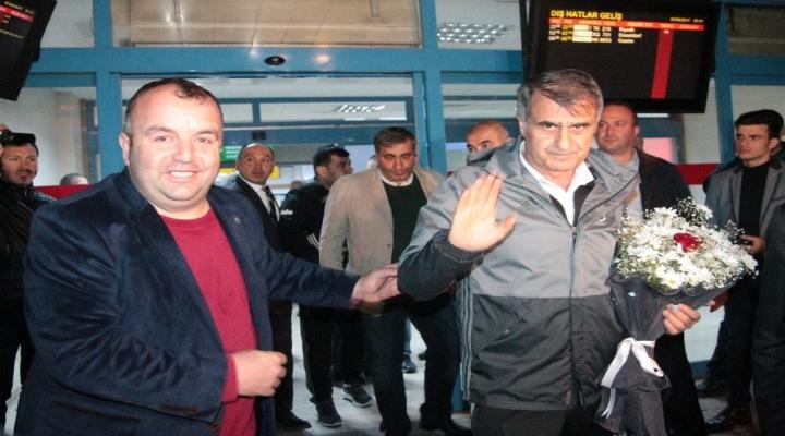 Beşiktaşa Trabzonda Çiçekli Karşılama