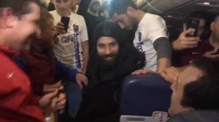 Olcay Şahana Uçakta Sürpriz