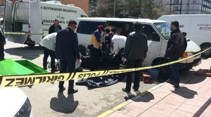 Vanda İran Uyruklu Bir Kişi Aracında Ölü Bulundu