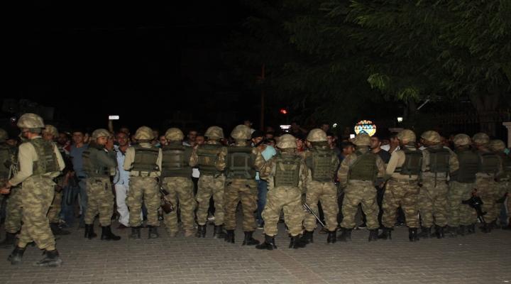 Darbeci Komutan Subayları Tehdit Etmiş