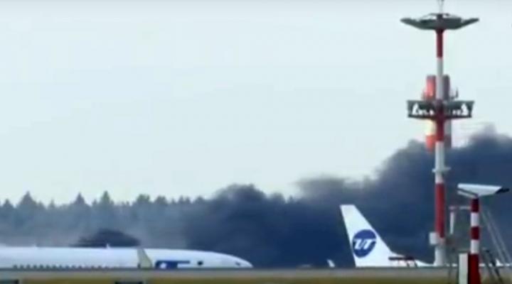 Moskovada Havalimanından Dumanlar Yükseliyor