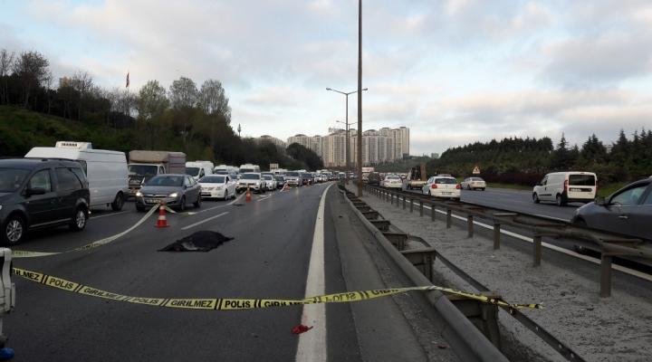 İstanbulda Feci Kaza: Üzerinden 3 Araç Geçti