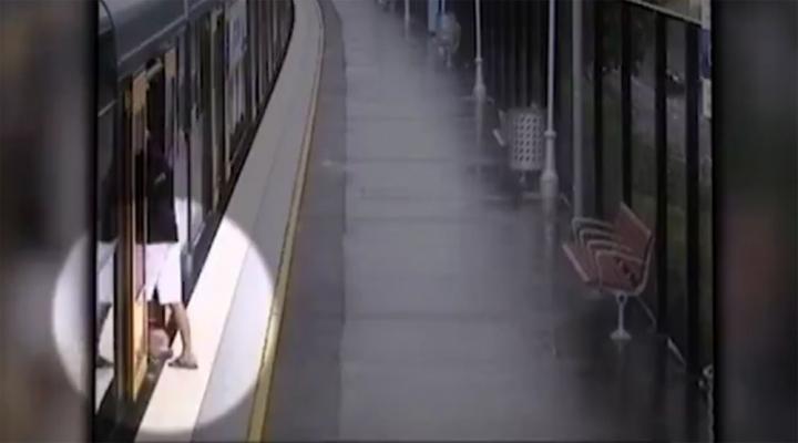 Çocuk Trenle İstasyon Arasındaki Boşluğa Düştü